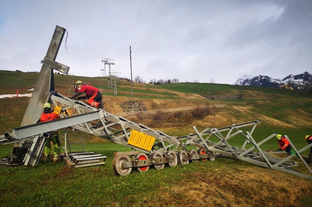 Abbau der alten 4er-Sesselbahn im Skigebiet Savognin