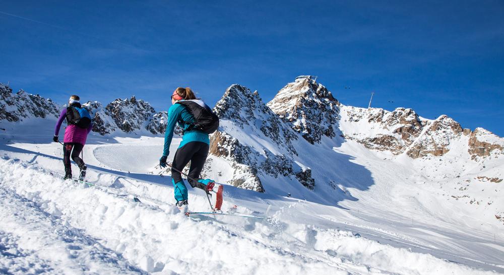 Läuferinnen beim Gipfelsturm am Pitztaler Gletscher