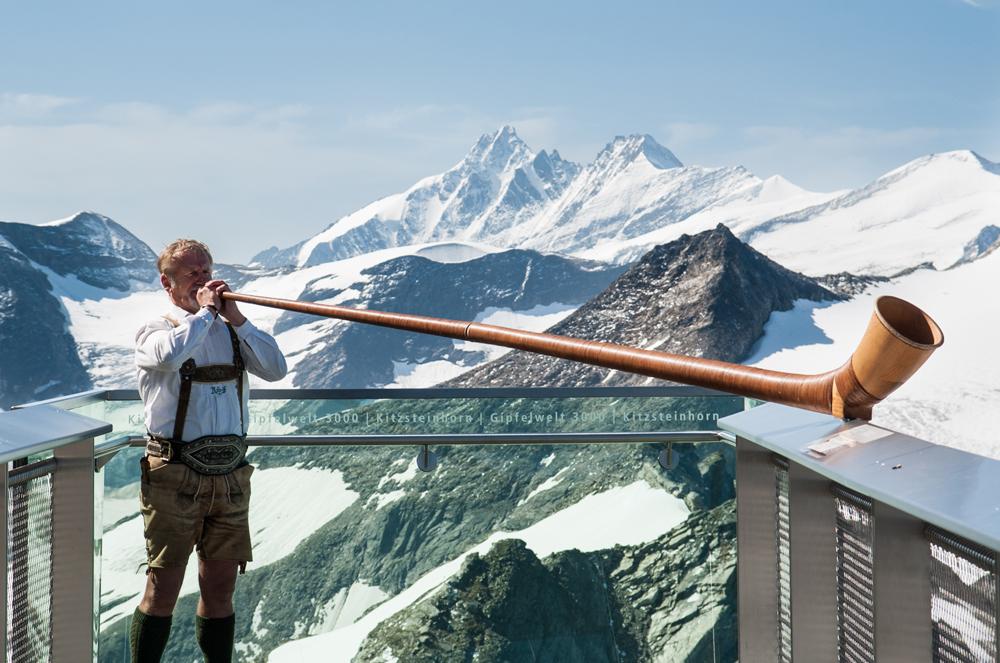 Alphornbläser auf der Aussischtsplattform am Kitzsteinhorn