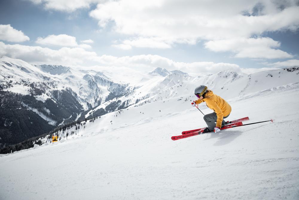 Skifahrer in Saalbach Hinterglemm Leogang Fieberbrunn