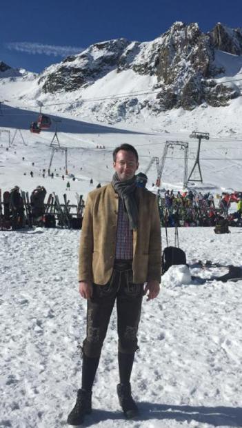 Geschäftsführer und Mitgründer Martin Iwanski in den verschneiten Bergen