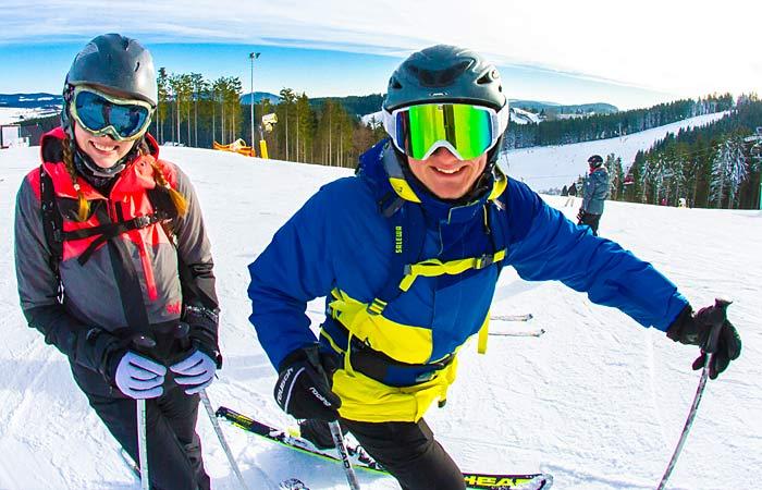 Skifahrer im Skiliftkarussell Winterberg