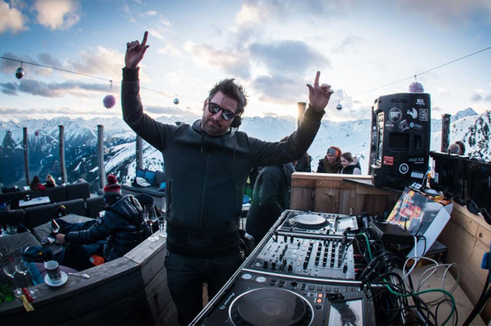 DJ und Bühne bei der ALPICON