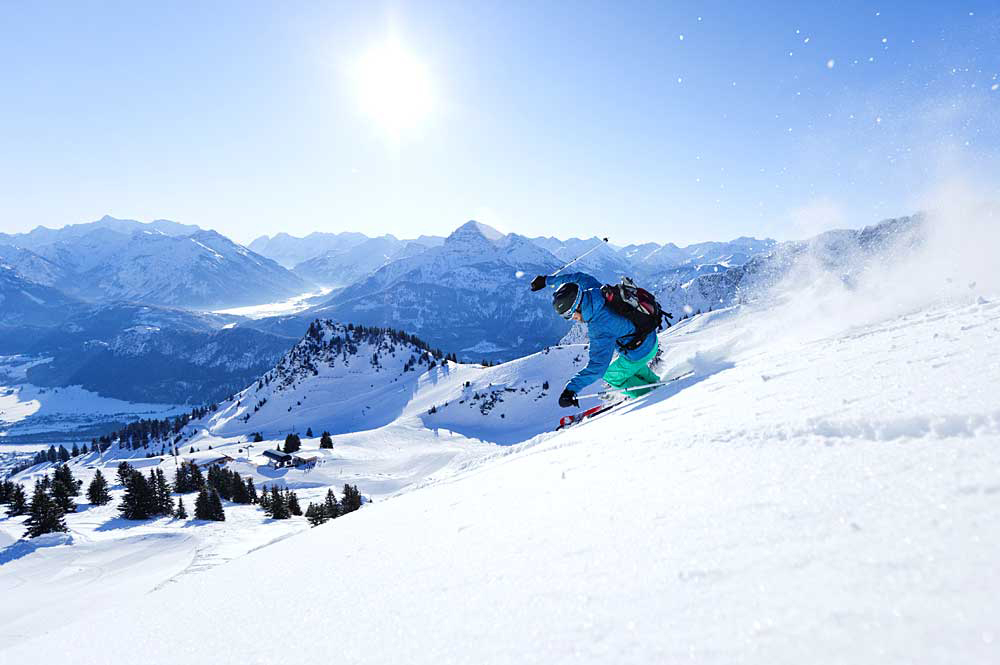Skifahrer im Skigebiet Reutte