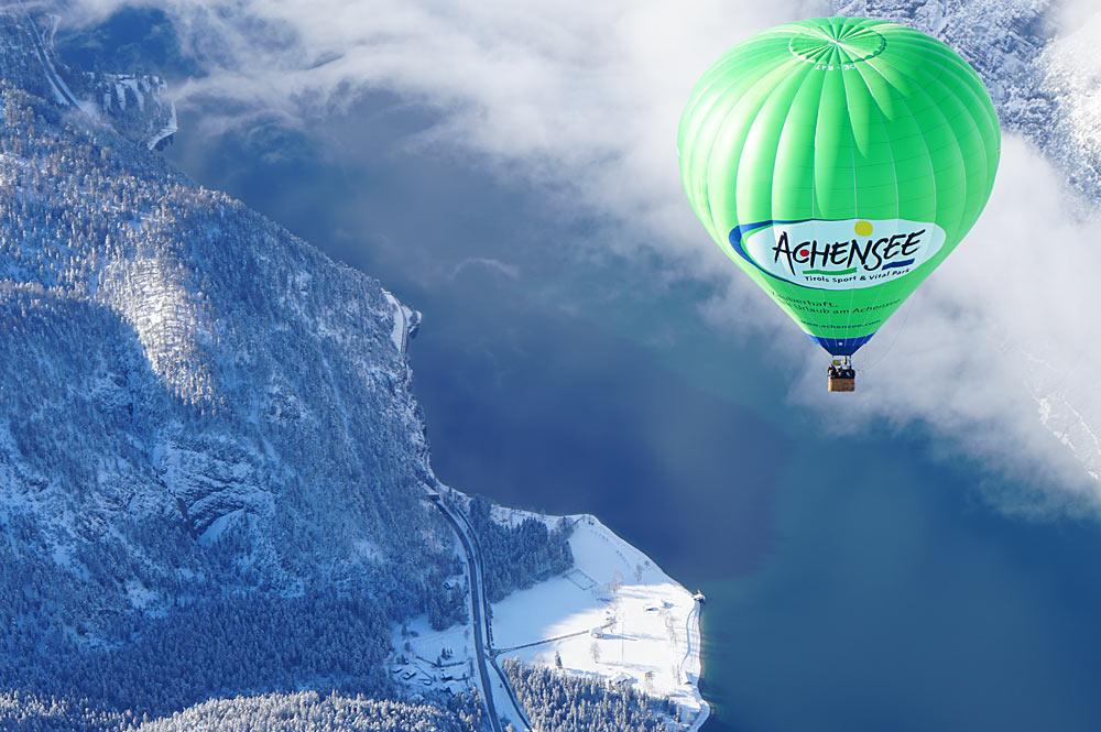 Heißluftballon über dem Achensee