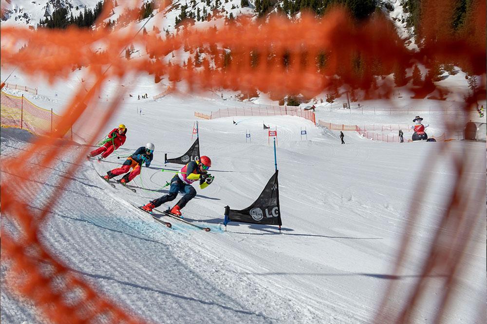 Teilnehmer auf der Piste beim Hochfügener Seilrennen