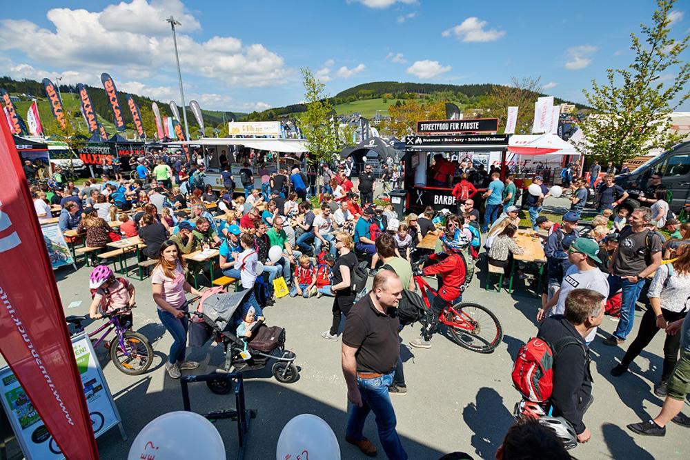 Besucher beim Bike Festival in Willingen