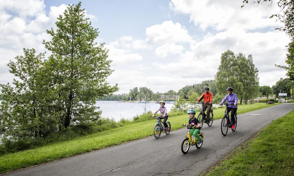 Familie beim Radfahren im Fichtelgebirge © TZ Fichtelgebirge