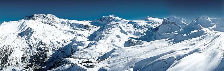 Panoramablick auf das Skigebiet am Hintertuxer Gletscher