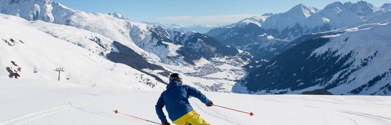Skifahrer in Andermatt-Sedrun