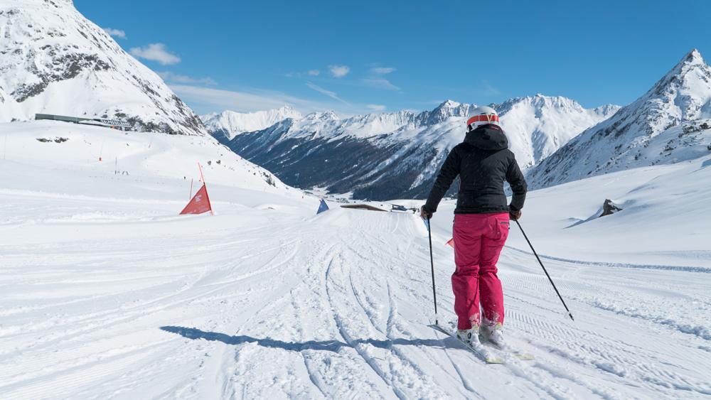 Skifahrerin beim Sonnenski in Galtür