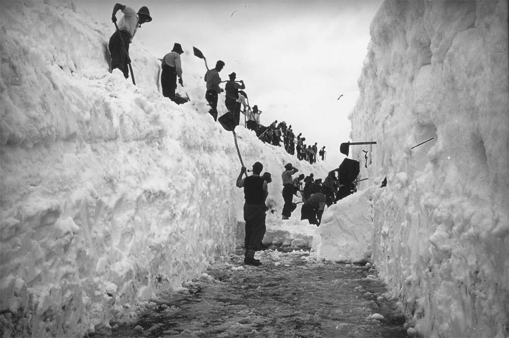 Schneeräumung Grossglocknerstraße in den Anfangsjahren