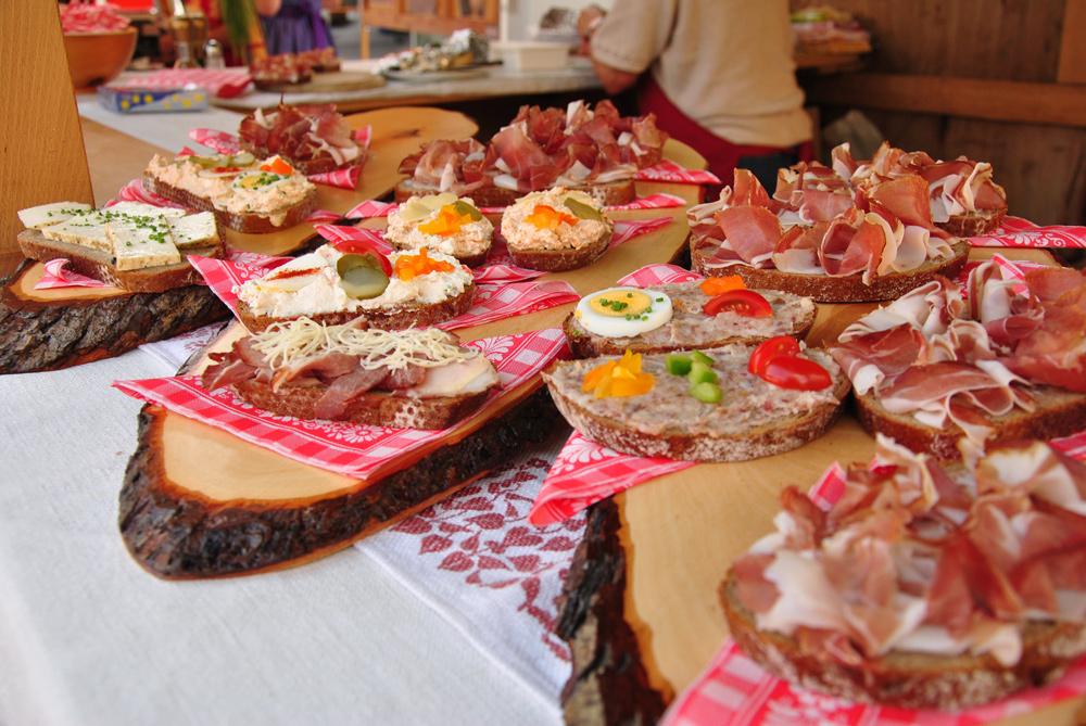 Speckvielfalt beim Gailtaler Speckfest