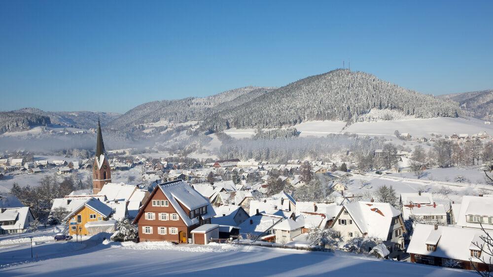 In Baiersbronn im Schwarzwald genießen Gäste einen naturnahen, menschenfernen Winterurlaub.