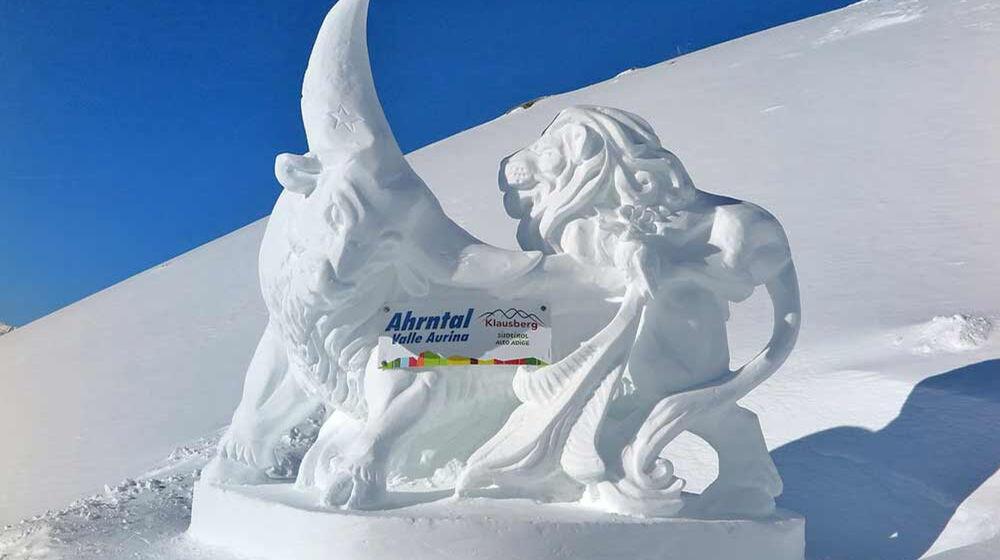 """Eisskulptur am Klausberg zum Thema """"Welt der Tiere"""""""