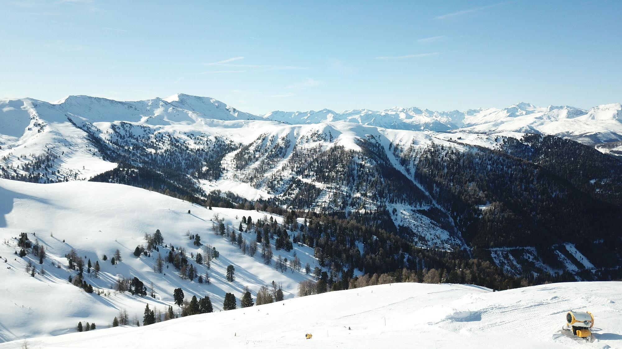 Bergpanorama des Skigebiet Innerkrems