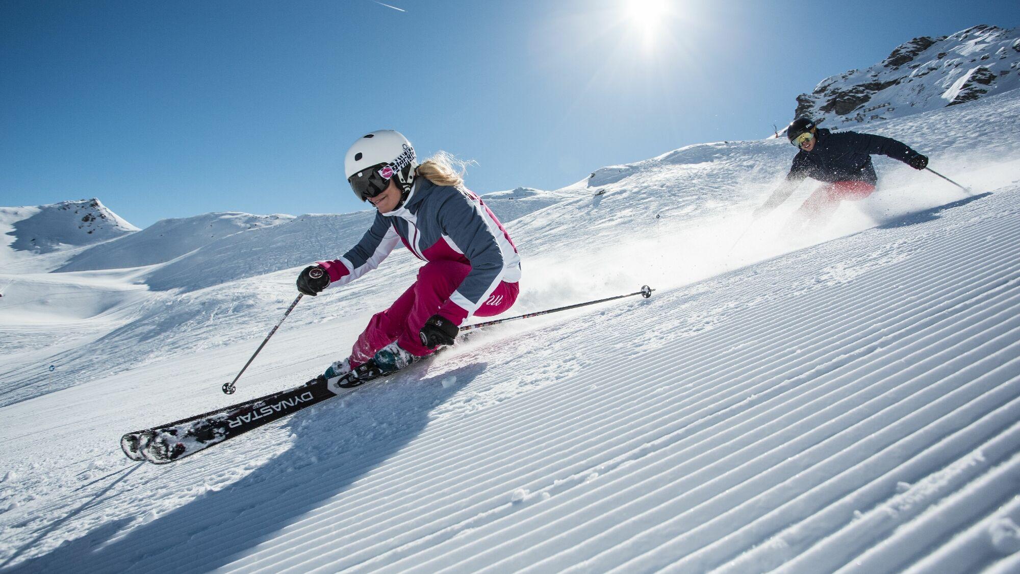 Im Tiroler Skigebiet Hochfügen carven Wintersportler über 41 Kilometer bestens präparierte Abfahrten
