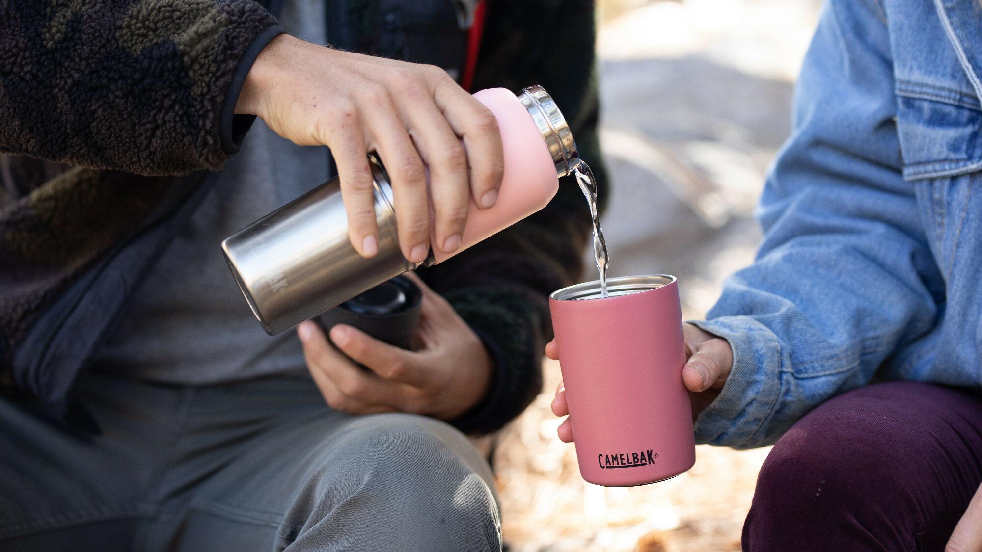 CamelBak präsentiert die MultiBev 2-in-1 Vakuum Trinkflasche