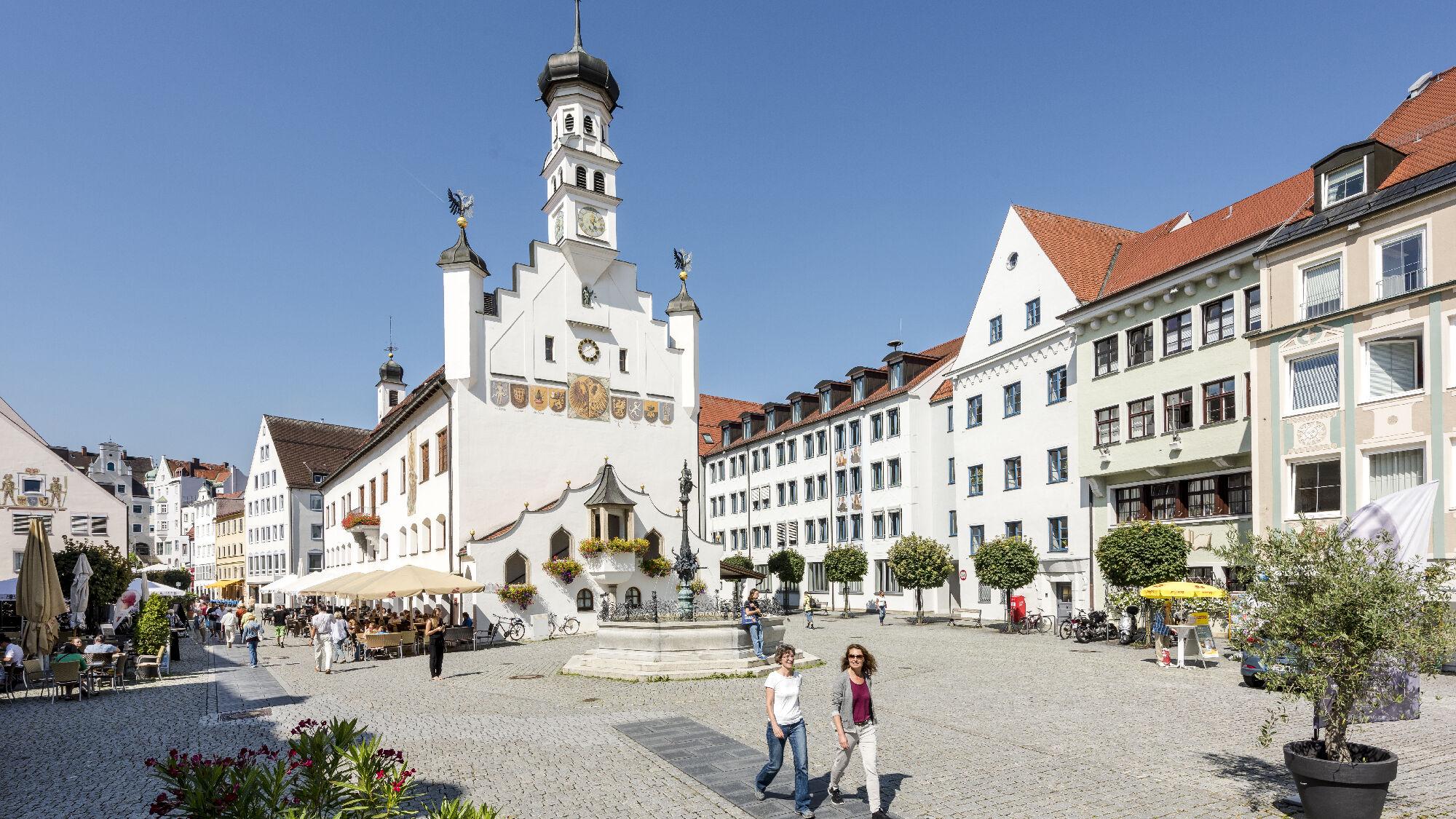 Blick auf das Rathaus und den Rathausplatz Kempten