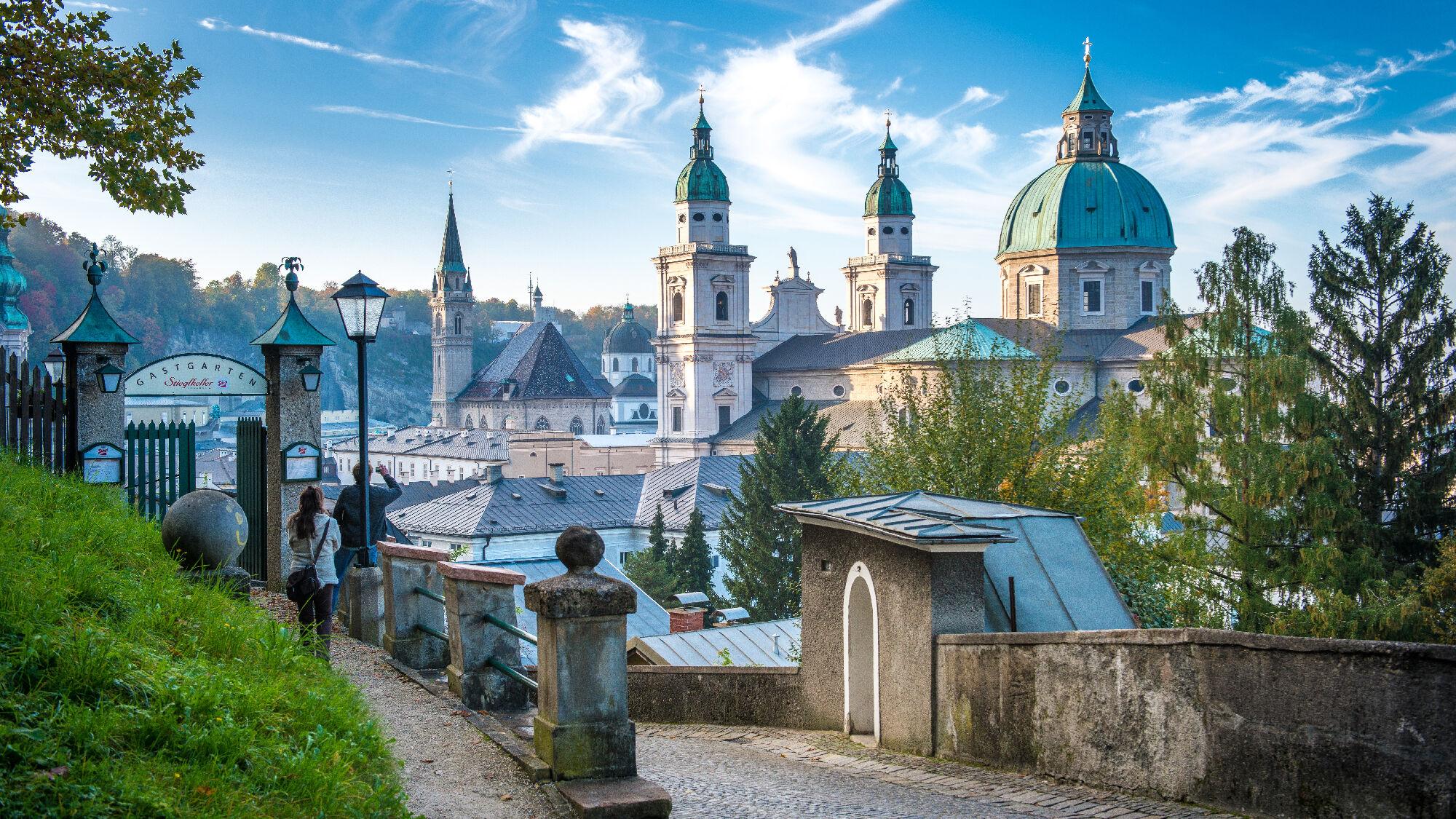 Blick auf den Salzburger Dom vom Stieglkeller aus