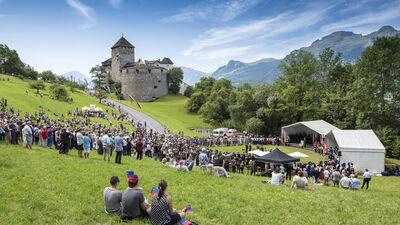 Besucher am Staatsfeiertag in Vaduz