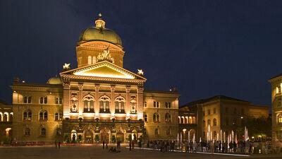 Blick aus das Bundeshaus in Bern bei Nacht