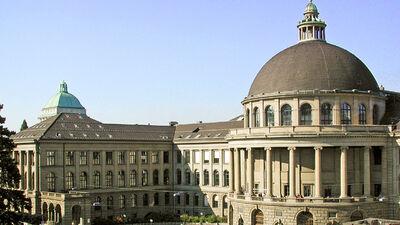 Das Hauptportal in Zürich