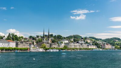Panoramablick auf Luzern und den Vierwaldstättersee