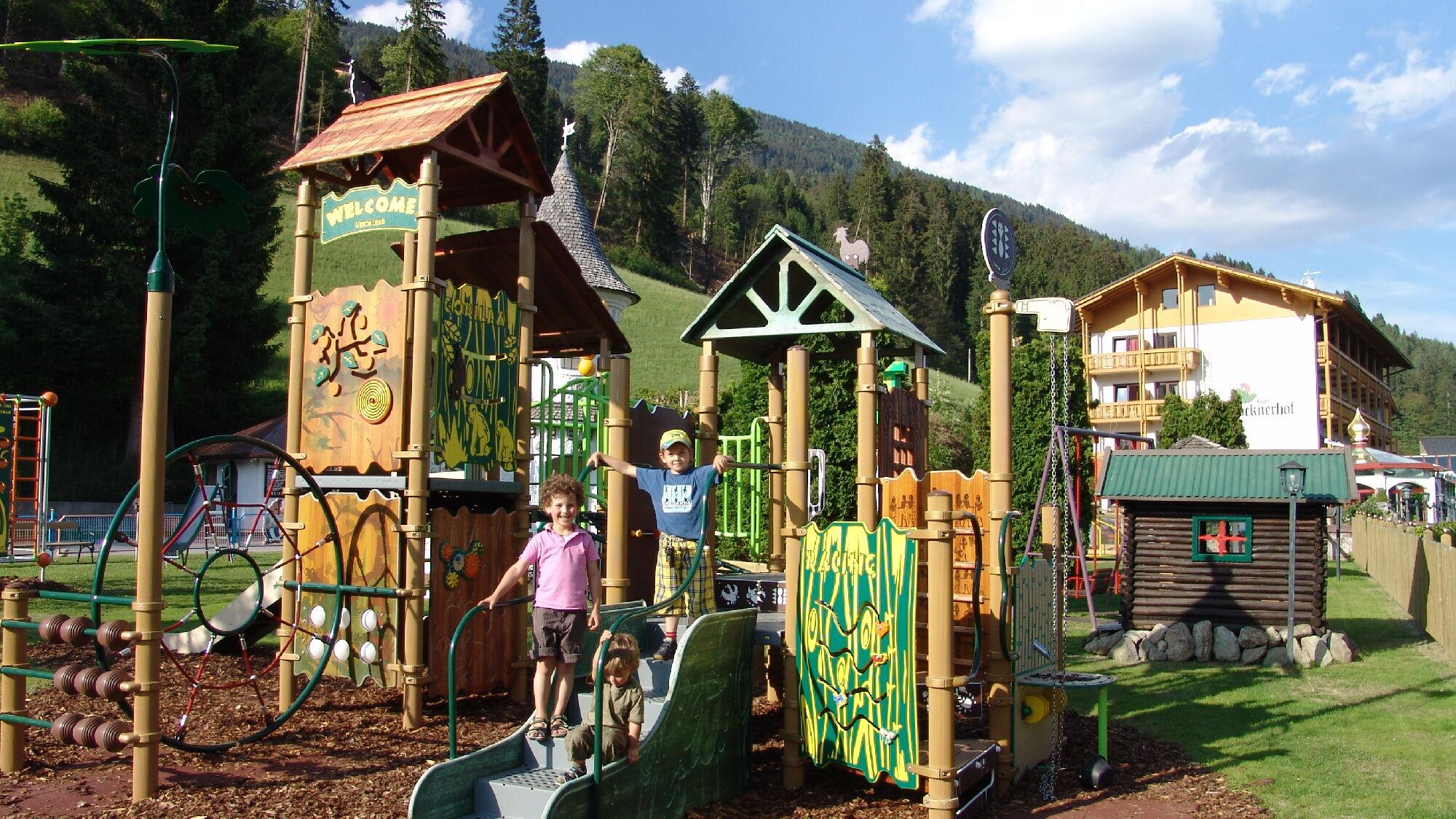 Kinderspielplatz am Hotel Glocknerhof in Berg im Drautal