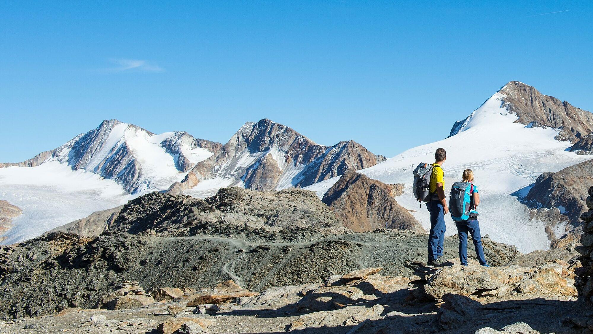 Wanderer am Schnalstaler Gletscher