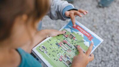 Spielerisches Rätseln stellt sowohl Spaß als auch eine Herausforderung für die Kinder dar.