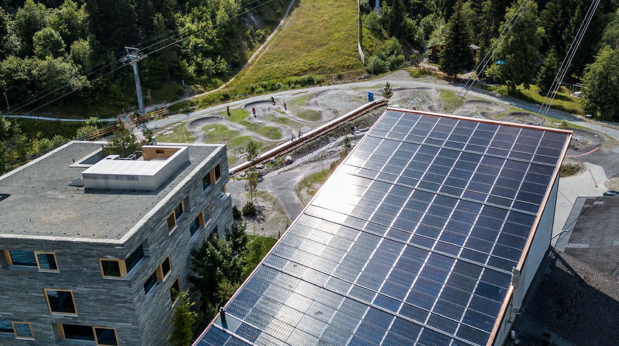 Talstation Grap Sogn mit Solarpanels