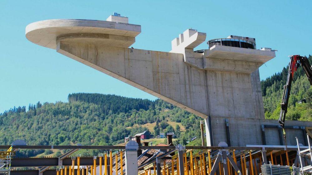 Wo Skigebiete betrieben werden, entstehen regelmäßig neue Liftstationen und Baustellen belasten die