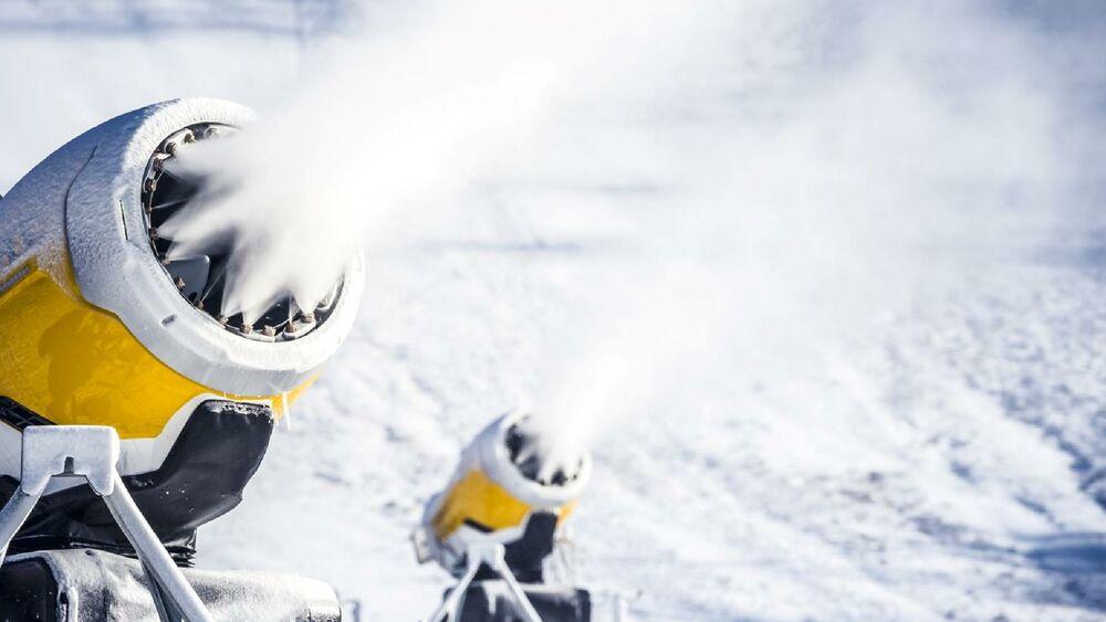 Schneeerzeuger: Groß, laut und eine Belastung für die Natur.