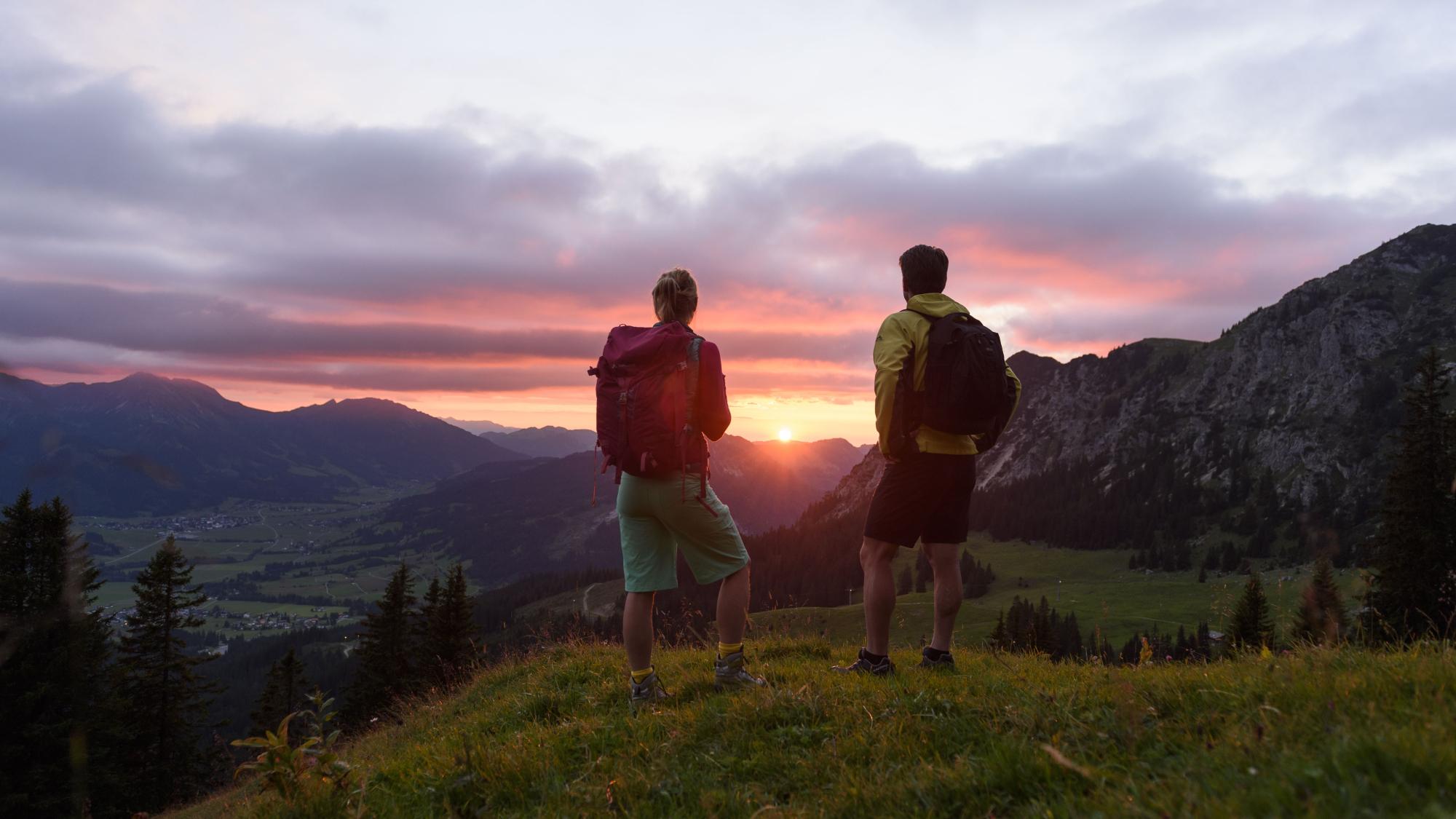 Wanderer im herbstlichen Tannheimer Tal
