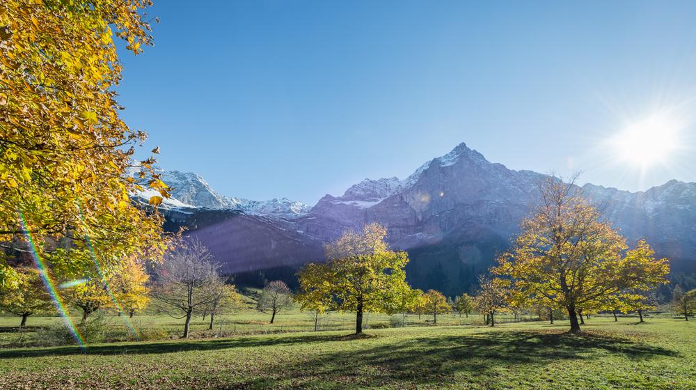 Durch die Landschaft in der Silberregion Karwendel wandern