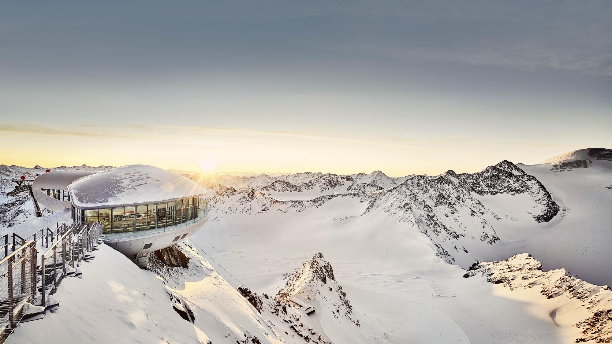 Blick auf das Café 3440 am Pitztaler Gletscher