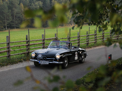 Elegante Wagen vor schöner Kulisse