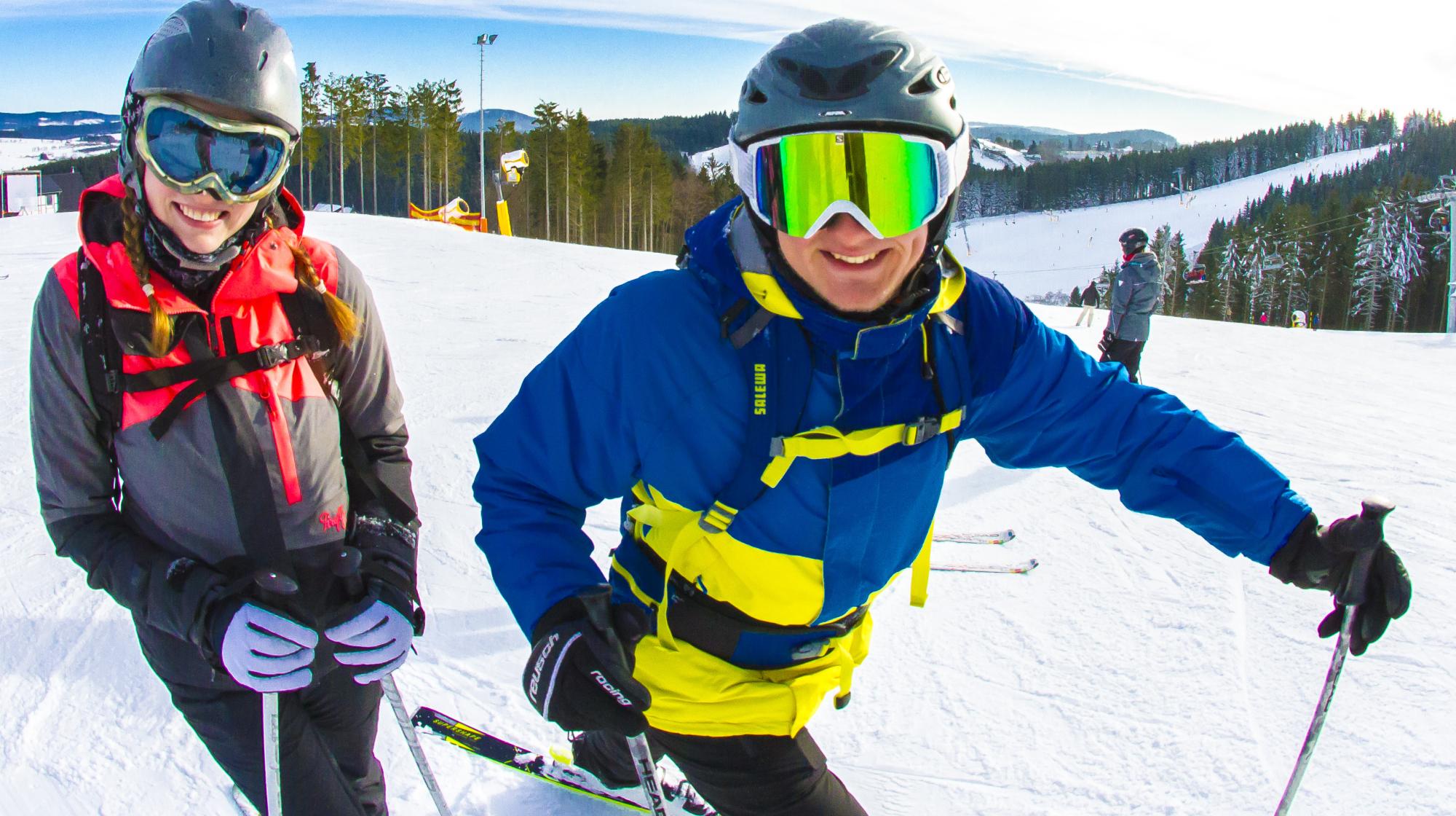 Skifahrer in der Wintersport-Arena Sauerland