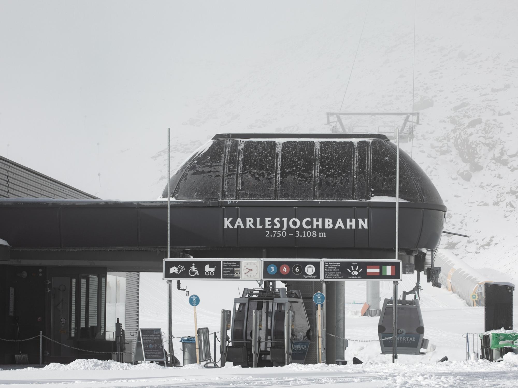Blick auf die Talstation der Karlesjochbahn