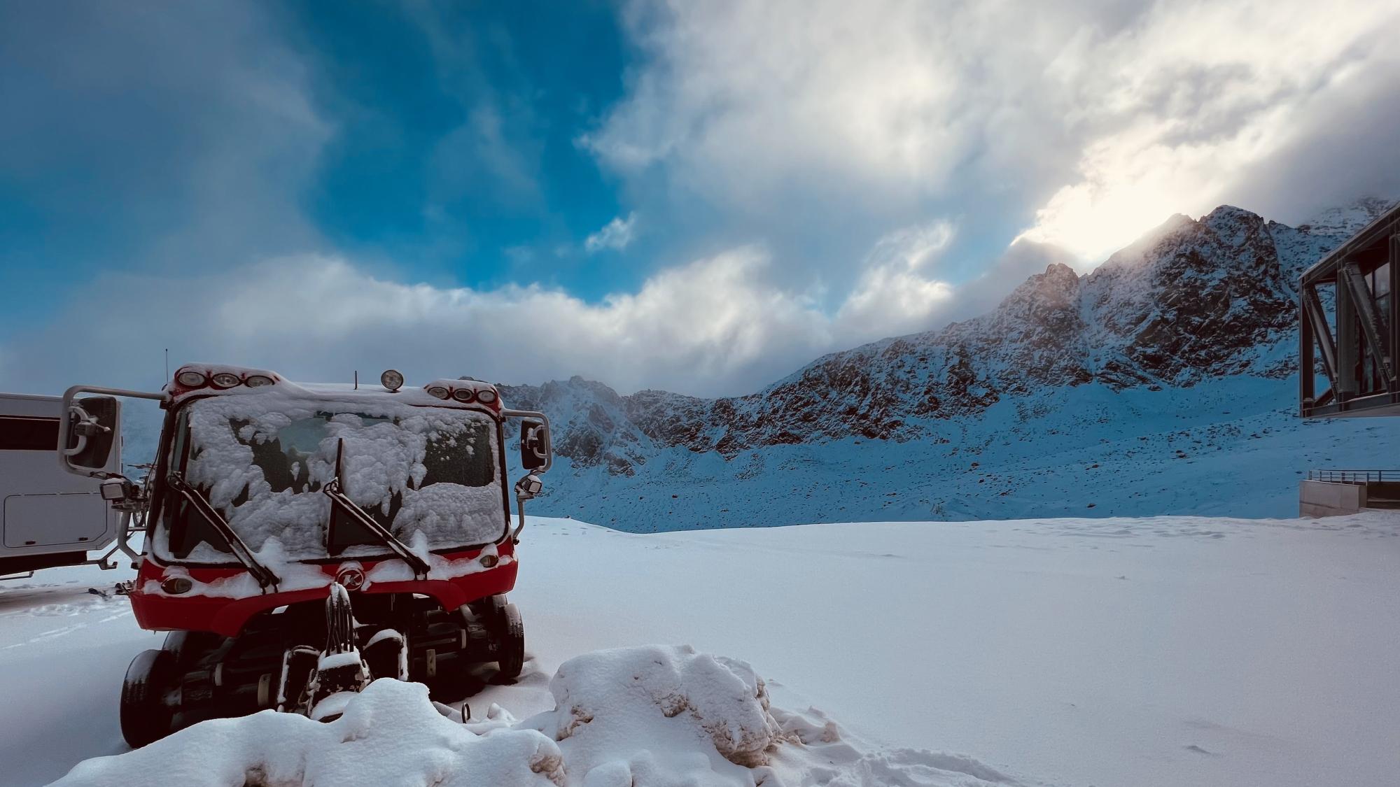 Winterliche Bedingungen auf dem Gletscherparkplatz am Kaunertaler Gletscher