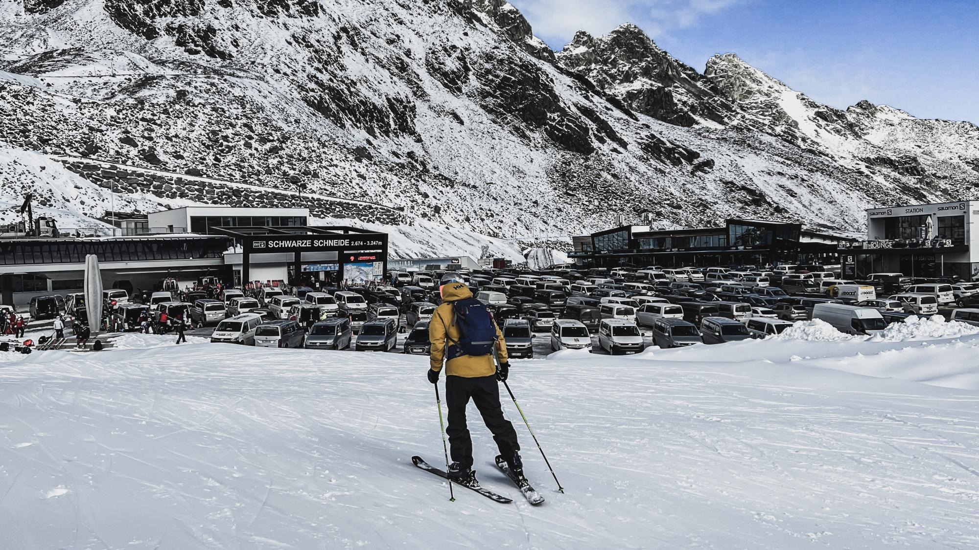 Im Herbst ist der Parkplatz am Rettenbachgletscher zu 90% von Skiteam-Bussen belegt
