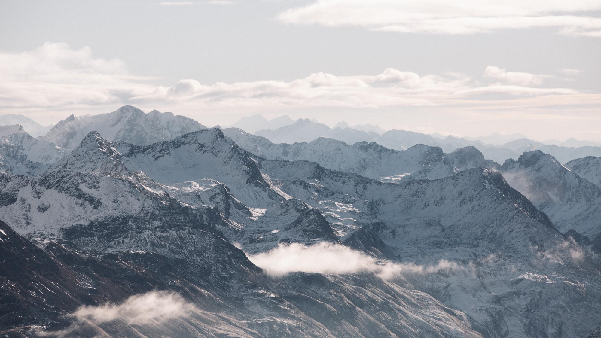 Spektakuläre Bergwelt beim Ausblick von der Bergstation Schwarze Schneid