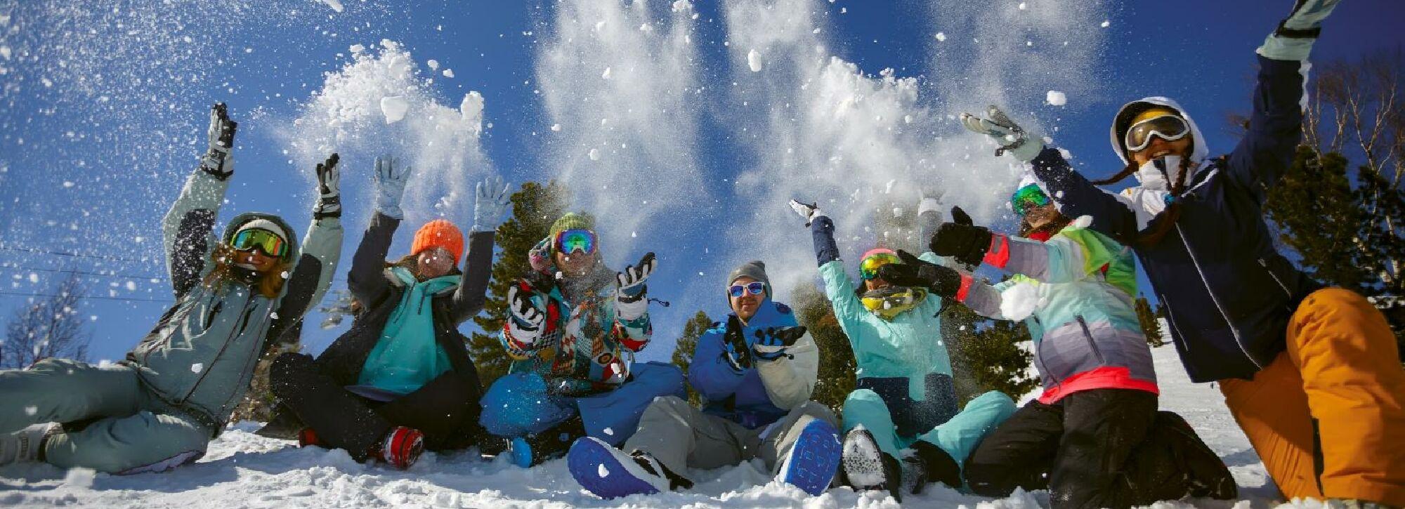 Eine Klassenfahrt in ein Skigebiet macht den meisten Schülern großen Spaß