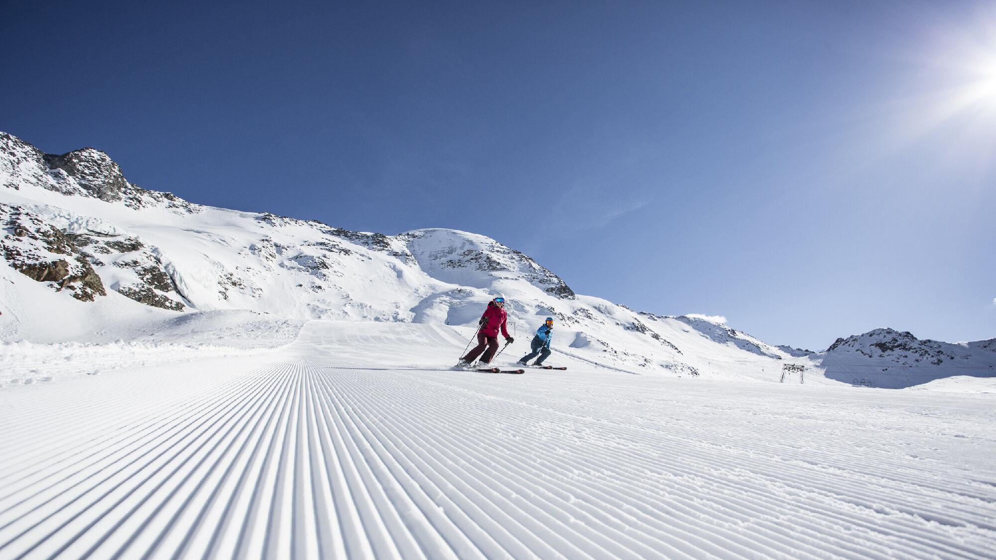 Skifahrer am Kaunertaler Gletscher