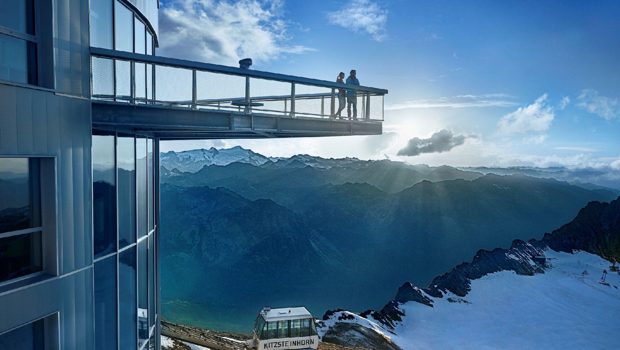 """In der Gipfelstation des Kitzsteinhorns auf 3.029 Metern liegt die Aussichtsplattform """"Top of Salzbu"""