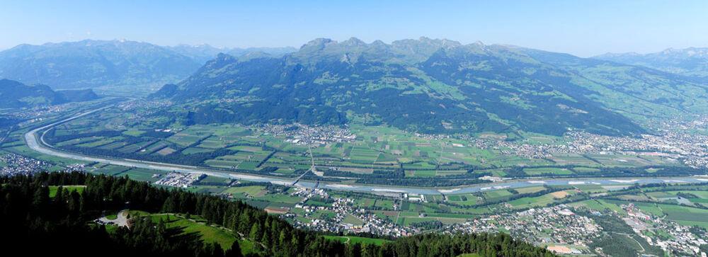 Berge und Rheintal im Fürstentum Liechtenstein