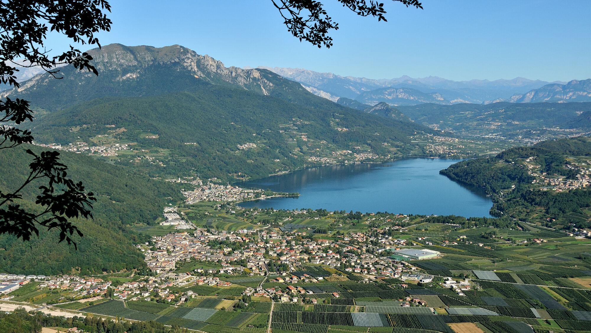 Blick von oben auf den Caldonazzosee