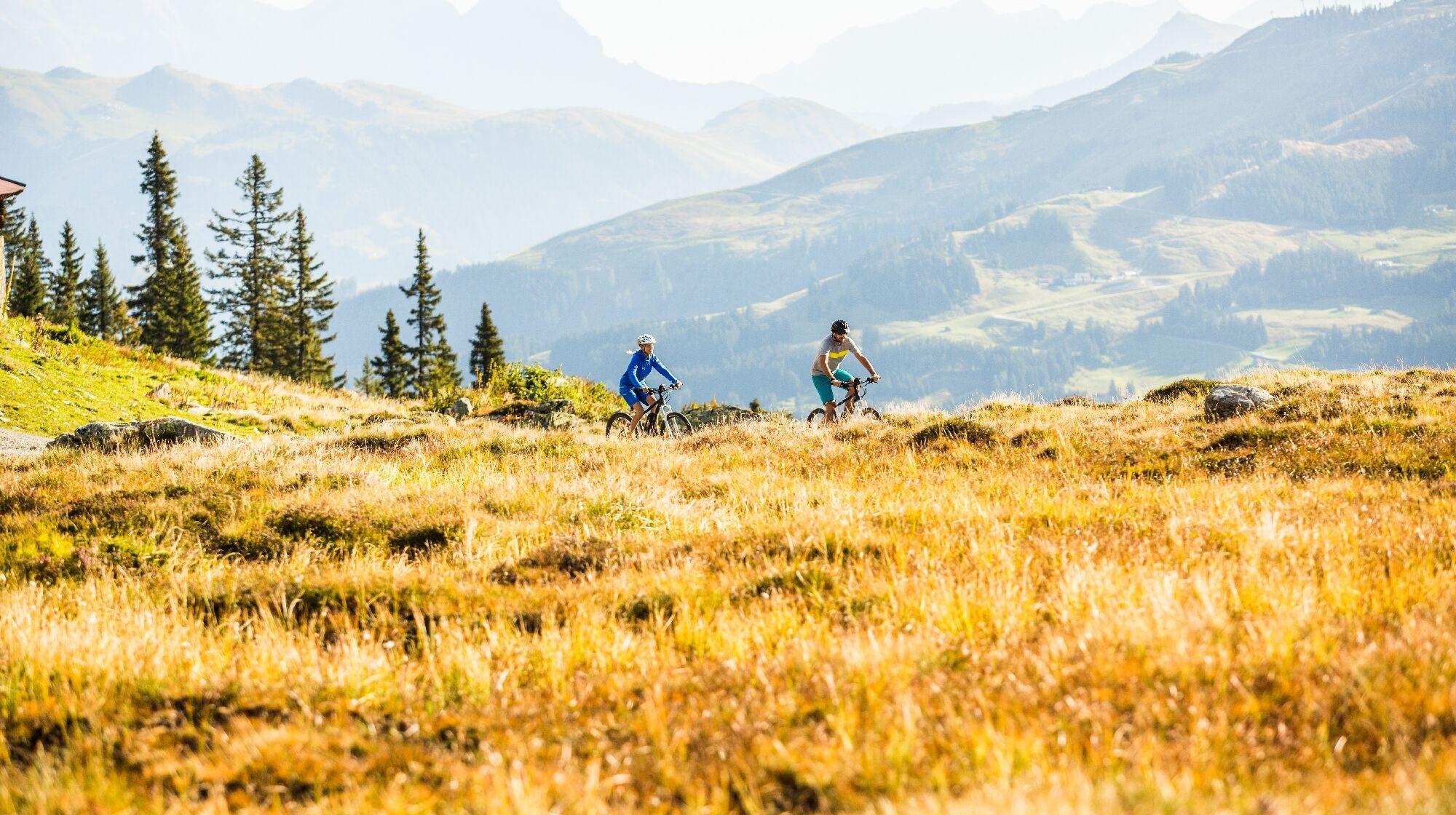 E-Biker in den Kitzbüheler Alpen