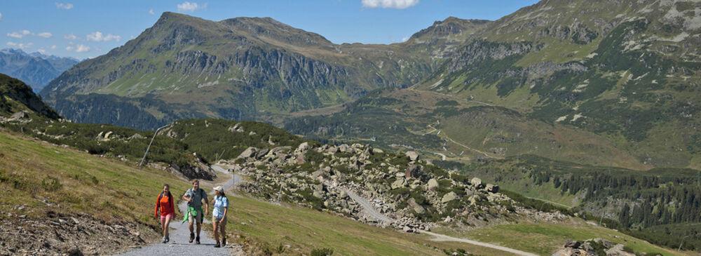 Wanderer beim Silvretta Ferwall Marsch